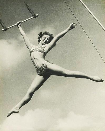 woman vintage bikini performer trapeze vintagephotograph pointthemtoes