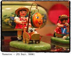 Muenster_21_09_2005_06 (Marcel van Gunst) Tags: mas marcel marcelvangunst vangunst shopwindow muenster mnster woodentoy erzgebirge gunst
