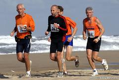 Zeeuwse kustmarathon 2006  EW_057 (Eddy Westveer) Tags: strand marathon zeeland walcheren zeeuwse oostkapelle westveer eddywestveer kustmarathon marathonzeeland marathonzeeland2006 zeeuwsekustmarathon 2006eddy wwweddywestveercom