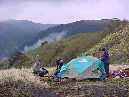 NCOBS Patagonia Camp Setting Up por North Carolina Outward Bound.
