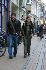 Groningen - Striding down Folkingestraat (CharlesFred) Tags: street city streets holland netherlands town october break walk nederland streetphotography 2006 fred groningen centrum stad noord stadje noordnederland groningengrunnen herfstvacantie grunnen