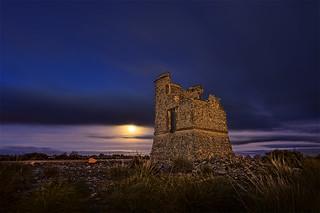 torre telegrafo y luna
