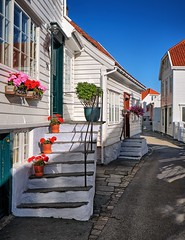 Old Skudeneshavn, Norway (Vest der ute) Tags: houses flowers stairs bluesky windows xt20 fav25 fav200