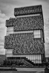 Antwerp - Antwerpen (schreudermja) Tags: museum museumaandestroom antwerpen antwerp belgium belgie building architecture architectuur gebouw nikond800e martyschreuder bw blackandwhite monochrome pattern patroon