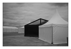 Desert City (RadarO´Reilly) Tags: travemünde sh germany strand beach zelt pavilion tent sw schwarzweis bw blackwhite blanconegro monochrome noiretblanc zwartwit