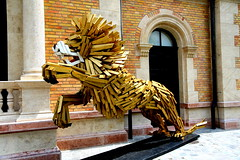 Golden Lion (Atila Yumusakkaya) Tags: budapest hungary yumusakkaya statue europe golden street