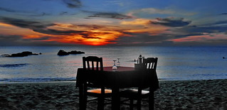 Perfect vacations, beachside dinner
