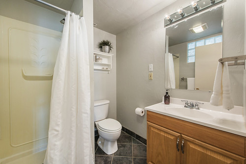 Photo-415-Bathroom-911