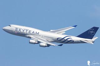 CHINA AIRLINES B-747-400 B-18211