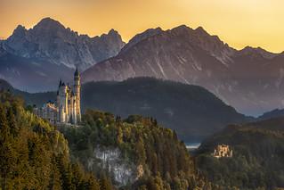 Two fairytale castles in the mountains - Zwei Märchenschlösser in den Bergen.