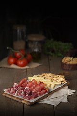 tabla mixta (carmenmedinalopez) Tags: madrid tablamixta jamónserrano jamón queso lomoibérico tomates aceite food foodphotography foodstyling foodesing estilismodealimentos