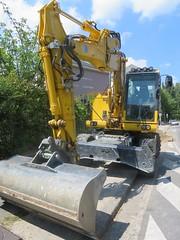 KOMATSU PW 146 (emilyD98) Tags: engin chantier pelleteuse pelle hydraulique travaux komatsu pw146 godet excavatrice excavator digger btp hydraulic constructionsite
