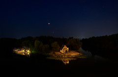 Lunar eclipse over river Saar (designladen.com) Tags: mondfinsternis blutmond bloodmoon saarbrücken saarland germany sarrebruck saar sarre lunareclipse moon eclipseofthemoon eclipse mondfinsternis2018 lunareclipse2018