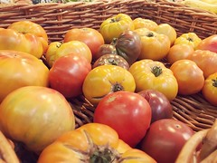 217/365/7 (f l a m i n g o) Tags: basket green yellow orange colorful color tomato fruit vegetable saturday 2018 28th july 365days project365