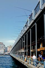 Puente de Gálata, Estambul. (pablocba) Tags: galata puente bridge koprusu köprüsü cuerno de oro turkiye türkiye turkey turquia eminönü beyoglu estambul istambul karakoy karaköy fishing pesca city ciudad urban sony ilce6000 a6000 emount lenses