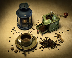coffee still life (Renato Di Prinzio Fotografía) Tags: still life with coffee mill cup spoon sugar ground unground beans candle lamp pour spirits hot teapot appetizing ready eat porcelain small group objects five boccaro tea dawn grounds light bodegon cafe molinillo de azucar velas