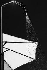 Heat (Jean CF Fraipont) Tags: heat chaleur douche shower parasol umbrella