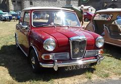 West Midlands Classic Car Club annual show 23 (Mount Fuji Man) Tags: westmidlandsclassiccarclub annualshow classiccar courtyard july2018 dudleycastle