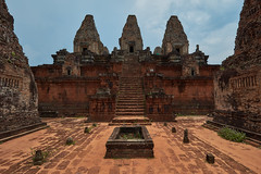 Pre Rup – Pyramid and cistern (Thomas Mülchi) Tags: prerup angkor siemreap cambodia 2018 siemreapprovince temple pyramid cistern tower towers architecture krongsiemreap kh