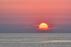 L'annonce-d'une-journée-torride (RS...) Tags: corse soleil lever sunrise chaleur heat rouge red mer sea d7200