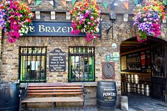 The Brazen Head (jpdu12) Tags: bar irlande ireland jeanpierrebérubé jpdu12 nikon d5300 banc hotel bière beer whisky
