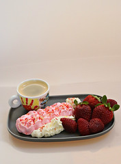 2018 Sydney: Coffee + Dessert (dominotic) Tags: 2018 food drink dessert coffee fruit yᑌᗰᗰy pinkmeringue whippedcream strawberries coffeeobsession red pink sydney australia