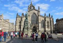 St Gilles Cathedral, Edinburgh on two different days (Elisa1880) Tags: edinburgh saint st gilles cathedral kathedraal kerk church scotland schotland gebouw building