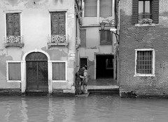 Venice moments** (pjarc) Tags: europe europa italy italia veneto venetian venezia venice venedig momenti moments persone peoples city città urban romantic foto photo bw black white febbraio february 2018 nikon dx
