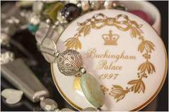 Macro Mondays – Trinkets (Kev Gregory (General)) Tags: macromondays trinkets kev gregory canon 7d macro mondays 100 100mm f28 usm ef challenge theme trinket pot was bought buckingham palace after visiting see floral tributes laid out dianna princess wales