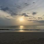 Sunrise over the Gulf of Thailand seen from Hua Hin beach thumbnail