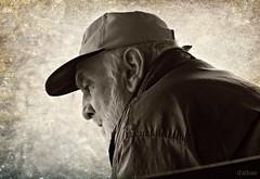 Visera (Franco D´Albao) Tags: fujifilmfinepixhs50exr francodalbao dalbao portrait visera bn bw hombre man peak sepia