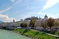 Salzburg - Altstadt (26) - Blick von der Staatsbrücke auf Altstadt und Festung