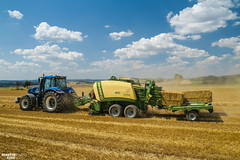 Baling Straw | NEW HOLLAND // KRONE // N.O.P.O.Z.M. SLATINANY (martin_king.photo) Tags: harvest harvest2018 2018harvestseason bales balingstraw summerwork powerfull martin king photo machines strong agricultural greatday great czechrepublic welovefarming agriculturalmachinery farm workday working modernagriculture landwirtschaft martinkingphoto moisson machine machinery field huge big sky agriculture tschechische republik power dynastyphotography lukaskralphotocz day fans work place blue yellow kronebigpack kronebigpack1290xc baler balecollector newhollandt8 newhollandt8435 krone newholland michelin michelintires