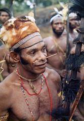 Muyu-Mandobo-018a (Stichting Papua Erfgoed) Tags: pietvanmensvoort msc papua stichtingpapuaerfgoed pace nieuwguinea nederlandsnieuwguinea irianjaya papuaheritagefoundation voormalignederlandsnieuwguinea irianbarat anthonyvankampen