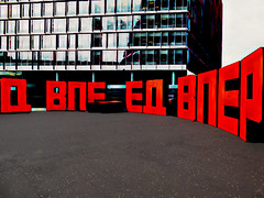 Cinemascope (Steve Taylor (Photography)) Tags: art digital sculpture artgallery black blue red uk gb england greatbritain unitedkingdom london curve circle texture contrast stark bankside cyrillicletters erikbulatov letters high popart redletterday russian tall tatemodern tenfeet forward