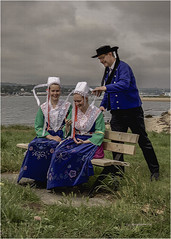 Costume de Bretagne - Père et filles (christophe plc) Tags: bretagne plougastel daoulas finistere plouhinec costume dad daughter père fille girls girl canon 6dmarkii