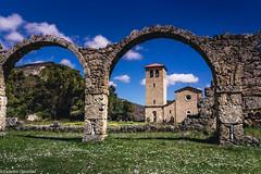 Spunta la cattedrale (SDB79) Tags: abazia castel san vincenzo mura antico chiesa natura molise