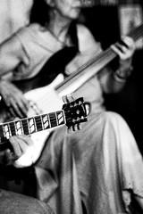 NIKON F801S Nikkor f2 85  APX 400 New à 800 LC29 (Leinik) Tags: nikon f801s nikkor f2 85 apx 400 new à 800 lc29 guitar bass musique jazz bw bn black white blanc noir blanco negro bianco nero