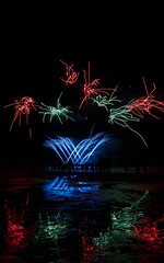Scheveningen Vuurwerkfestival 2018 (tomaszbaranowski007) Tags: abstract reflections beach vuurwerk scheveningen holland dark color composition night light fireworks