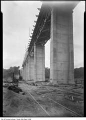 Leaside Bridge, construction