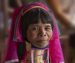 La mujer paduang (Nebelkuss) Tags: myanmar lagoinle inlelake asia burma padaung mujerjirafa giraffewoman retratos portrait fujixt1 fujinonxf1855