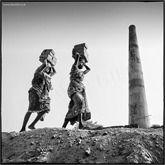 Seven Up (channel packet) Tags: india brick works workers kolkata heads monochrome davidhill