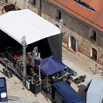 Bühnenaufbau im Burghof thumbnail