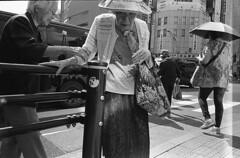 (gaijin_punch) Tags: monochrome blackandwhite streetphotography ilfotecddx kodaktrix400 tokyo japan 東京 スナップ