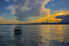 L'invitation au voyage - Invitation to the Voyage (olivier_kassel) Tags: lac lake ciel sky boat bateau sunset coucherdesoleil clouds nuages montagnes mountains lacdegarde lakegarda italie italy