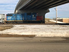 GTW 5856 moves rail cars along Harrison St in Neenah. (mikeov1985) Tags: 5856 snow cecilst harrisonst neenah train tracks railroad locomotive engine grandtrunk gtw gt