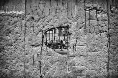 Mauer (Svendborgphoto) Tags: monochrome bw dof decay old berlin 28mm f2 fe sonya7ii sonyalpha coldwar germany