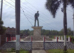 Soldier Java East-Talungagung 20171214_085703 LG (CanadaGood) Tags: asia asean seasia indonesia indonesian java javanese eastjava jawatimur tulungagung river statue monument tree canadagood 2017 thisdecade color colour