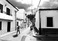 There will be rain (Streetphotograph.de) Tags: kontrast contrast gegenlicht shadow schatten silhouette gebäude architecture architektur building perspektive perspective leonegraphstreetphotographerstreetphotographycandidunposedstreetspaincitystadtmonochromebwblanconegrobwbnswschwarzweispanasonicgx80mftmallorca