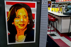 2018.07.25 Kamala Harris at Ben's Chili Bowl, Washington, DC USA 05270